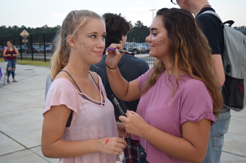There were many fun activities for fans to take part in at the PSHS Community Night, like face painting.